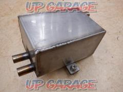Unknown Manufacturer Oil catch tank Made of stainless steel Z1 / Z2 It was fixed on the left side of the battery