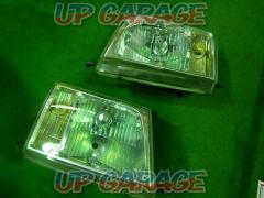 TOYOTA Genuine headlight (Land Cruiser 100 The previous fiscal year) 2 split