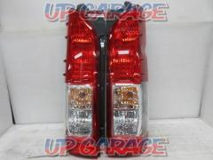 Toyota original (TOYOTA) Hiace Genuine tail lens Right and left