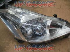 Toyota Prius α previous term genuine LED headlights ※ Driver's seat only
