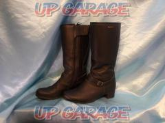 Size: Ladies 36 (about 23.5cm) FORMA IVORY Boots Genuine leather