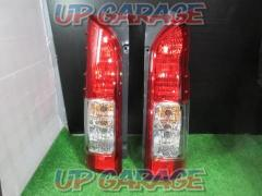 TOYOTA (Toyota) Hiace 200 Genuine tail lens 2 split