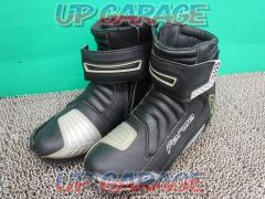 Forma Riding shoes