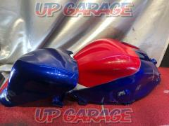 CBR 250 R (MC 41 latter term) Genuine / self-painted Tank Unknown Manufacturer FRP tank cover