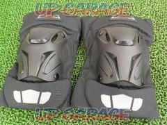 CRAZY AL 's External knee pad black