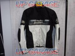 Size: S (L rank in Japan) Harley Nylon jacket